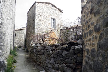 Old Tower-House in Mani peninsula - Lagia - Casa
