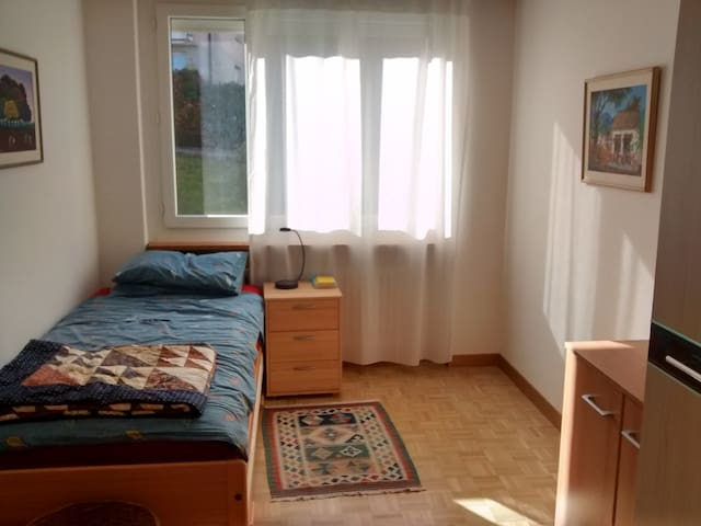 Cozy room 10min from the lake