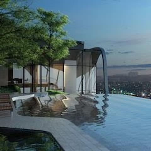 Chatuchak Luxury big rm sky pool gym MRT JJ market