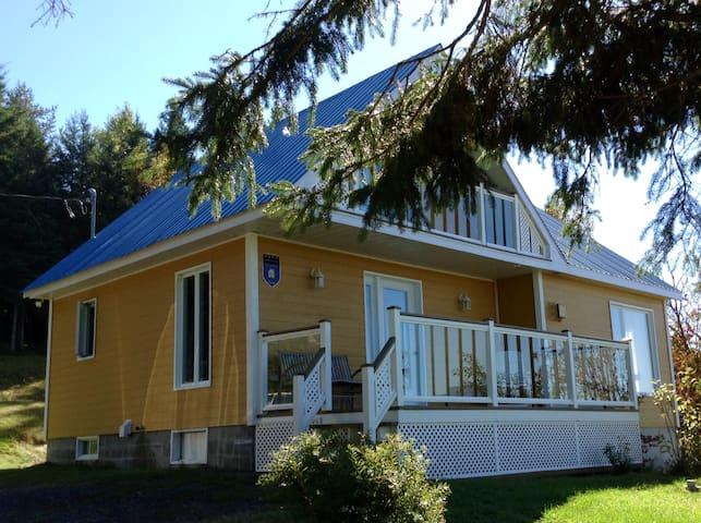 La Maison Dufour (Dans Charlevoix) - Saint-Hilarion - House