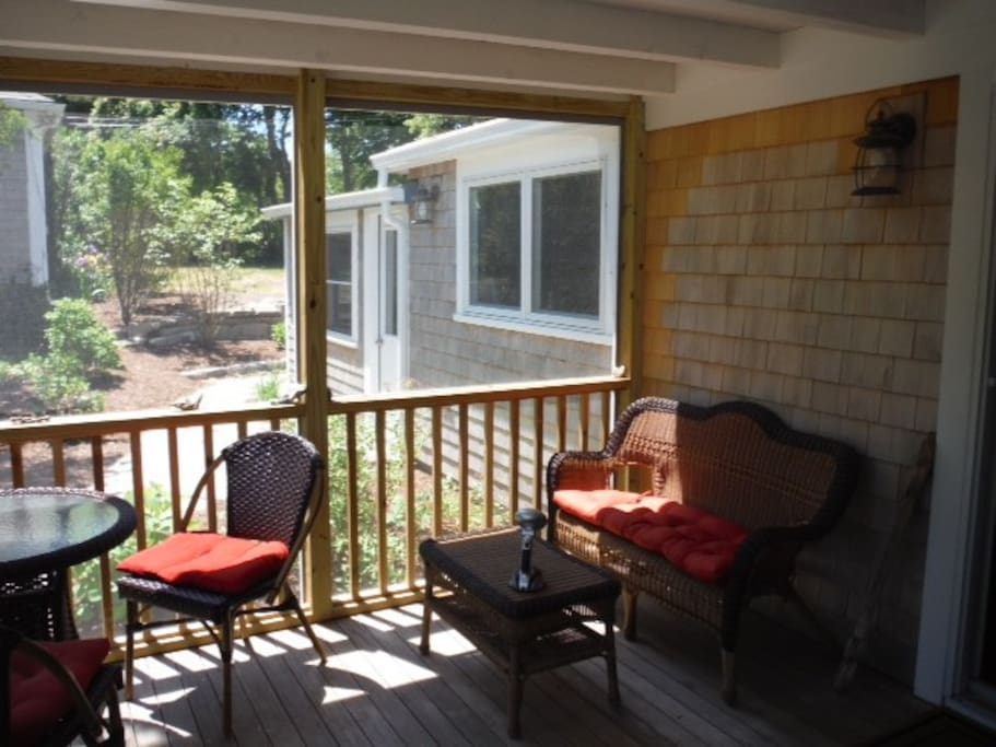 Great big screened porch with cafe table.