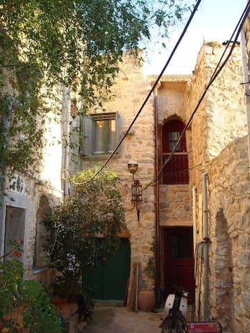 Μεσαιωνική διαμονή σε καστροχώρι - Olimpi