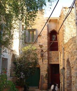 Μεσαιωνική διαμονή σε καστροχώρι - Olimpi - Κάστρο