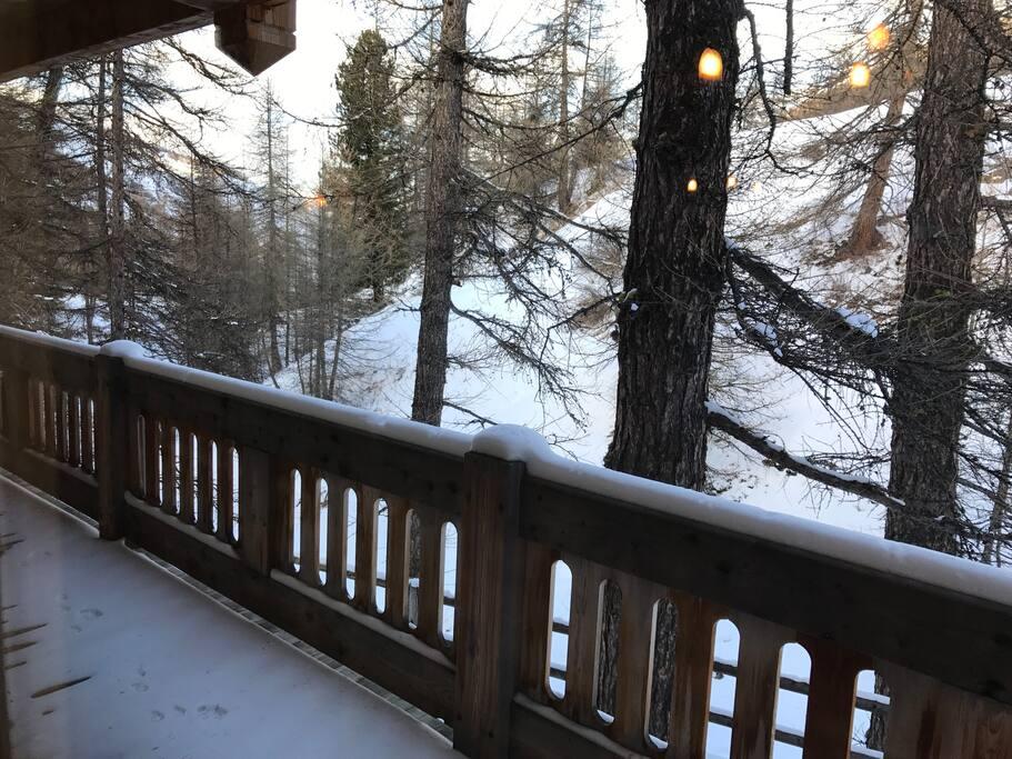 vue avec balcon des chambres