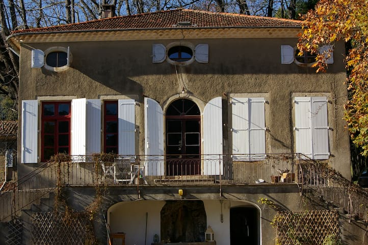 Large Country House - Sumène
