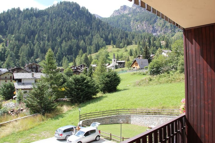 Cosy terrace overlooking slopes - Champorcher - Huoneisto