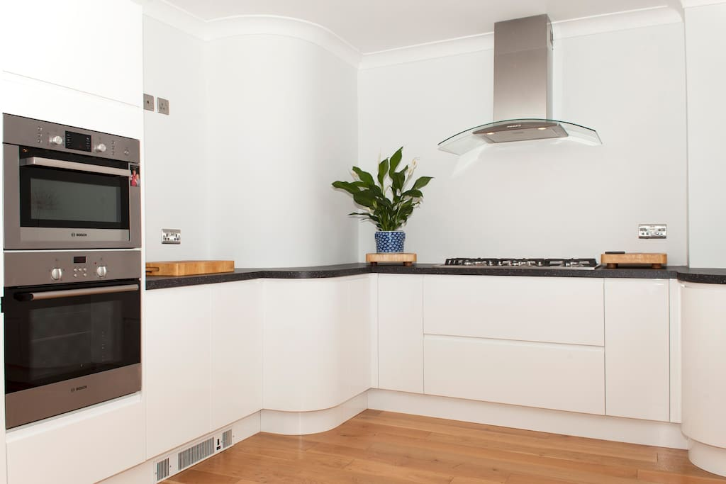 High spec kitchen for guests use.