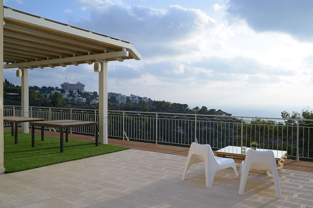 "Fabian, Germany: ""The apartment is amazing. It's situated on the hills over Haifa and I enjoyed the beautiful view from the terrace on the sea and on the town. Like this I imagine the Hollywood hills."""