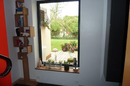 chambre dans maison architecte(B&B) - Saint-Jean-le-Blanc - Casa