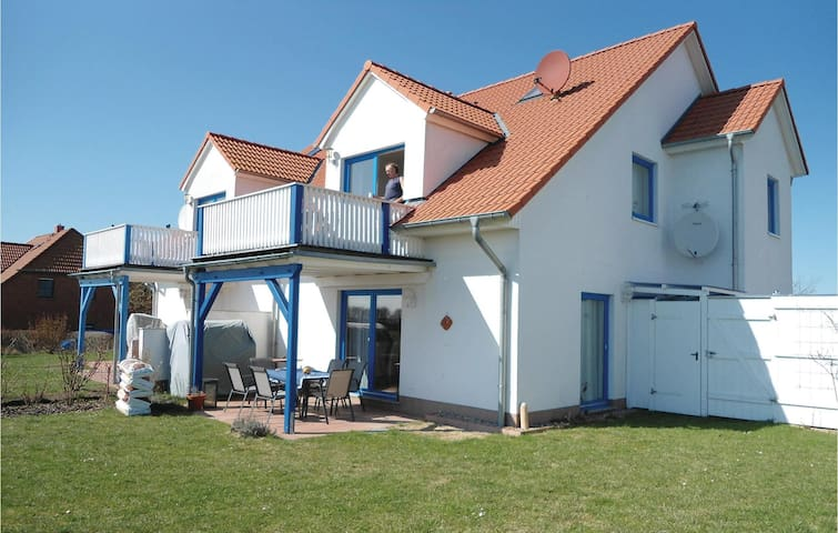 Semi-Detached with 2 bedrooms on 77m² in Rerik
