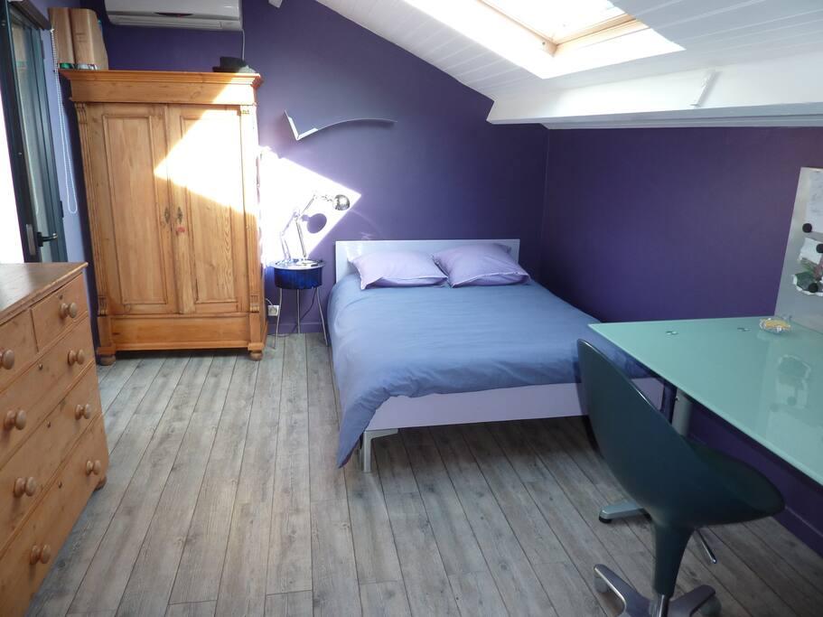 Chambre au premier étage donnant sur terrasse et mezzanine