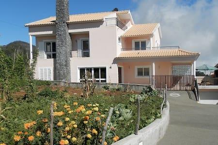 Casa com boa localização na Madeira - Prazeres - 独立屋