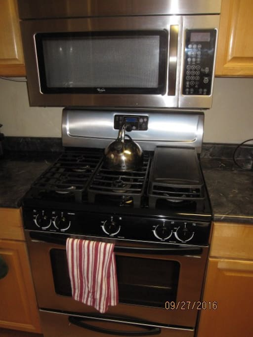 5 burner gas stove with Microwave