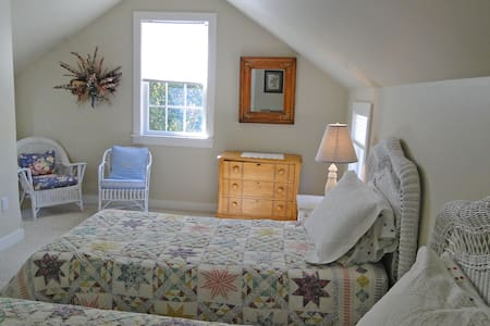 In-Town Private Cottage w/ parking - Nantucket - House