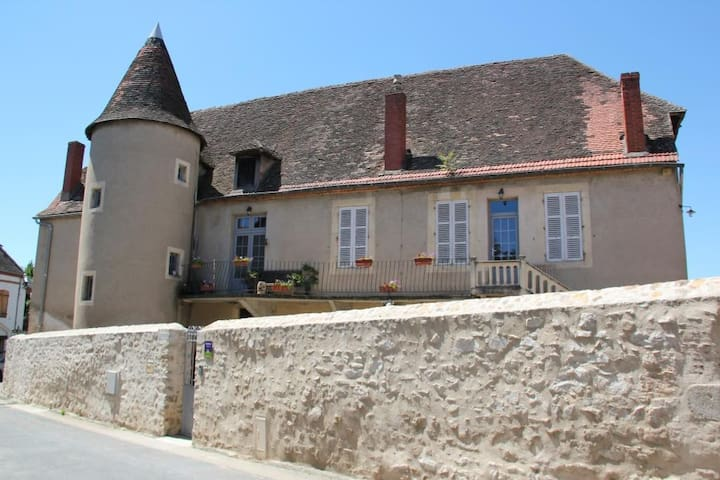 château besson - Désertines - Huis