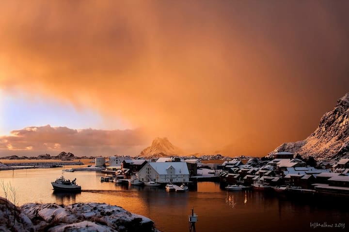 The light in The The light in Lofoten changes all the time. Photo: Hans Melhus