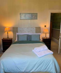 ENSUITE DOUBLE ROOM  in Mansion  £pp