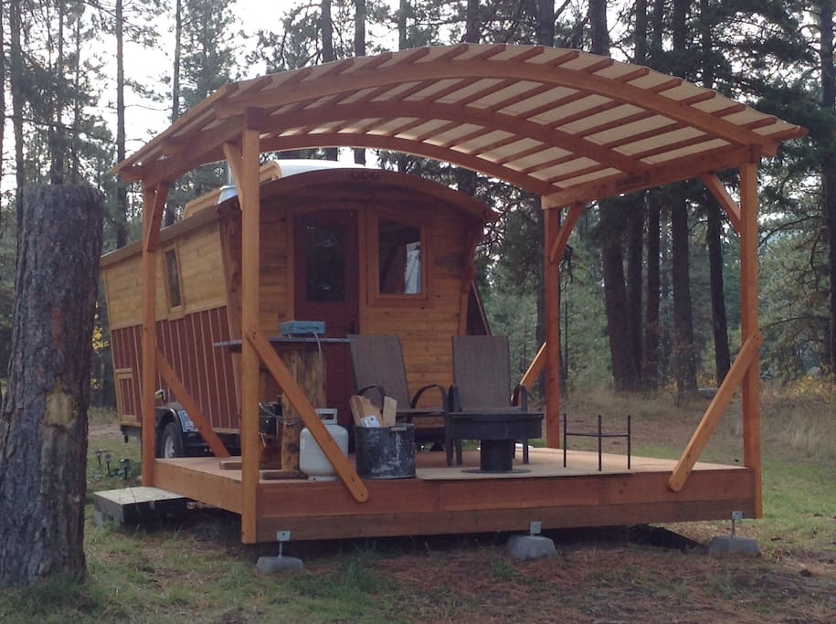 Covered deck with a firepit, cookstove and mini grill