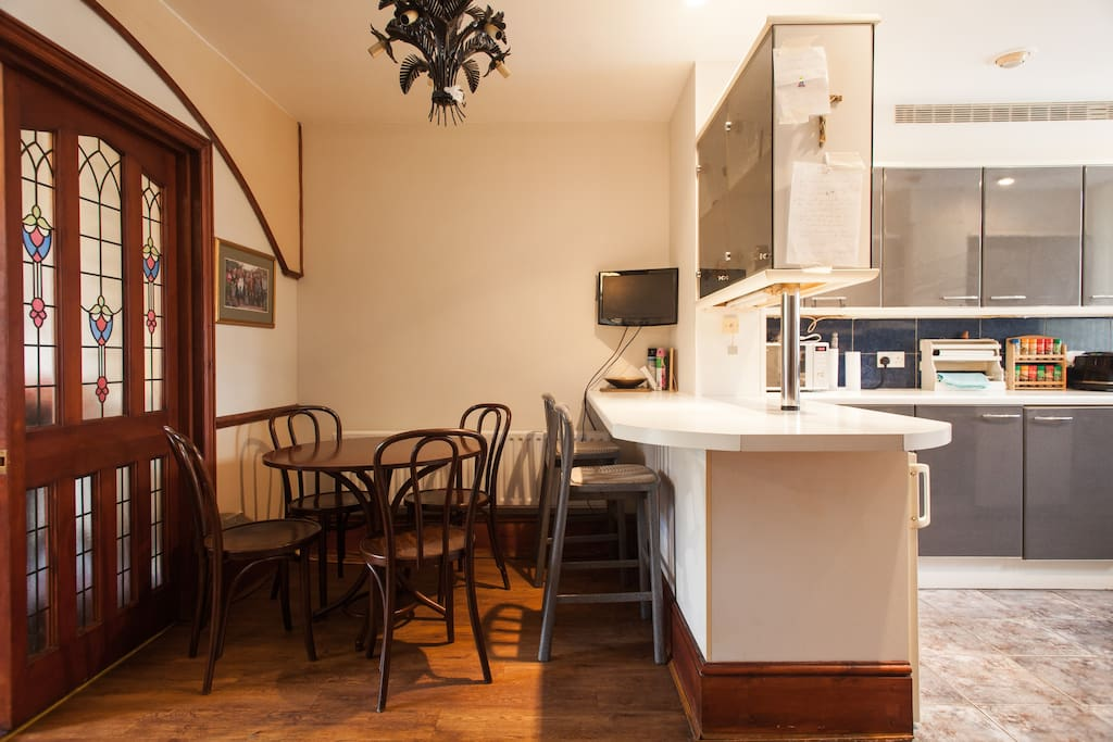 A warm and welcoming space to wine and dine.