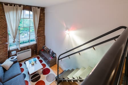 Mezzanine flat in historic building - London