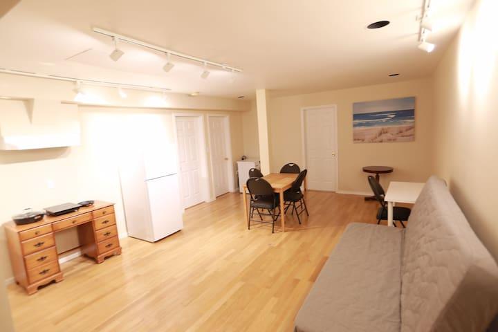 JUN's quiet and spacious 2 bedroom basement suite