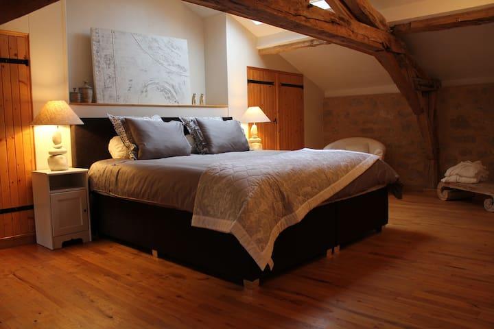 Suite de luxe au château Puygrenier - Villefranche-de-Lonchat - Bed & Breakfast