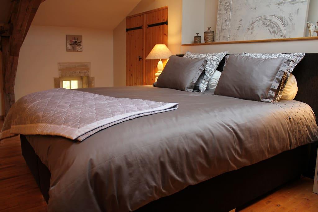 suite de luxe au ch teau puygrenier pernottamento e colazione in affitto a villefranche de. Black Bedroom Furniture Sets. Home Design Ideas