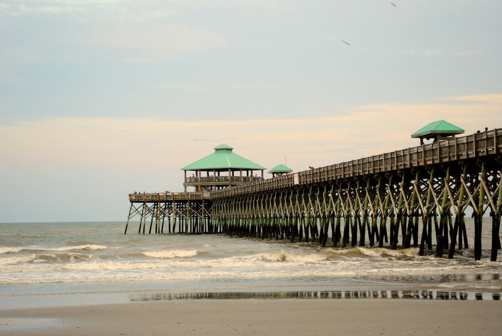 walk to beach and downtown folly pet friendly houses for rent in folly beach south carolina. Black Bedroom Furniture Sets. Home Design Ideas
