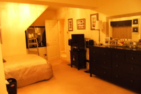 beautiful  ,clean comfy home , - Old Windsor - Bed & Breakfast
