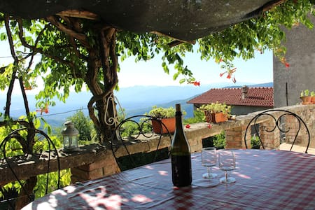Historic house with pool and stunning views! - Fivizzano - Rumah