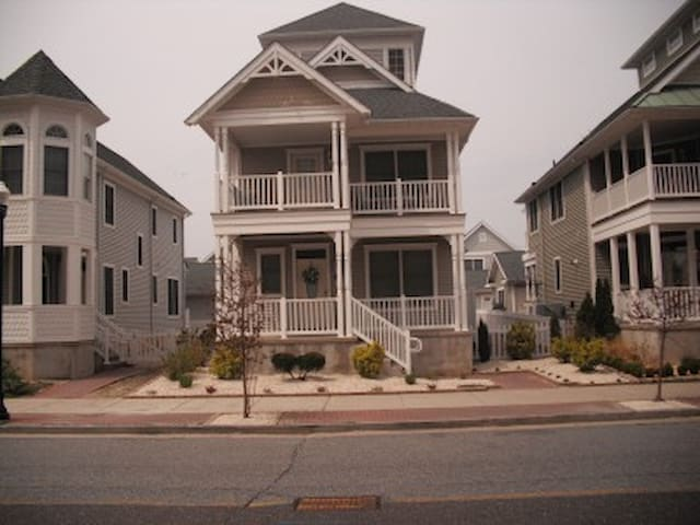 Beach Home For Rent. Close to Beach - Atlantic City - House