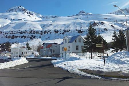 Einsdaemi - Seydisfjordur