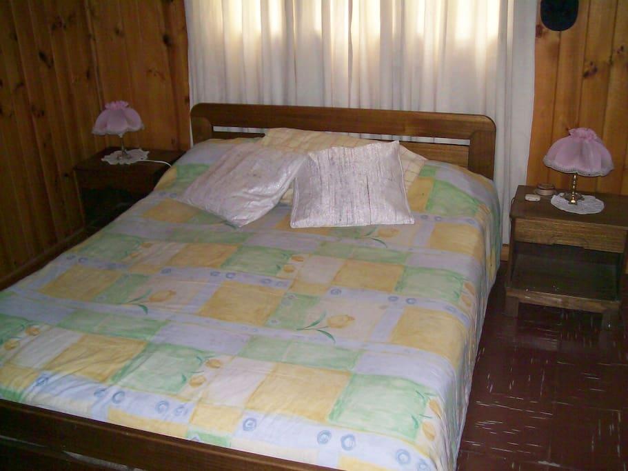 Cama de 2 plazas+1 de plaza y media, piso 1 con baño en suite