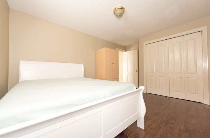 Spacious and comfortable 2 bedrooms guest suite
