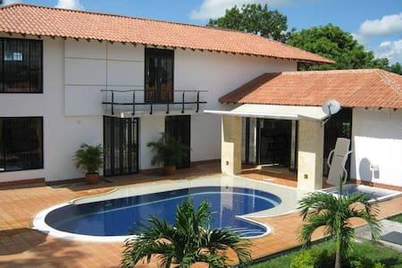 Cabaña privada El Madrigal  con piscina