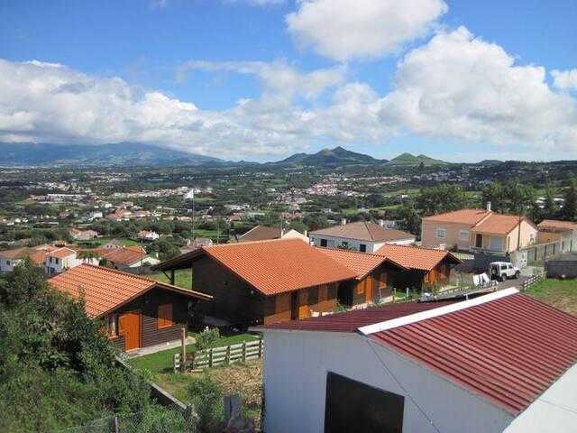 Vila Emigrante Capelas