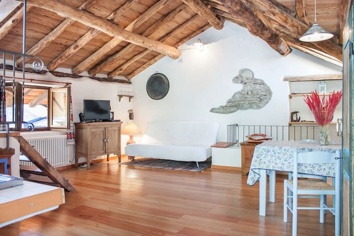 ROMANTICA CASA IN ANTICO BORGO - Vercana - Apartment