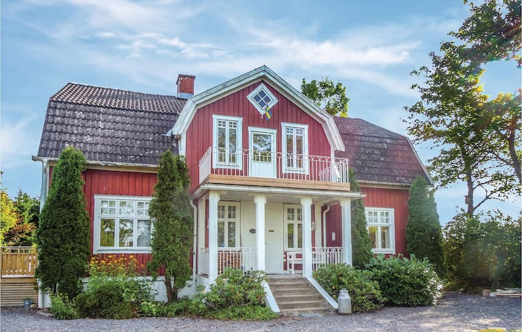 Holiday cottage with 4 bedrooms on 200 m² in Sävsjö