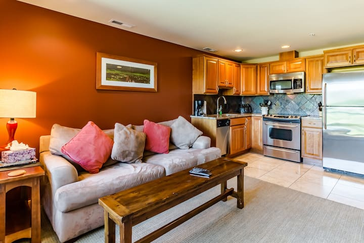 Downtown Chelan condo w/ private balcony & shared pool!