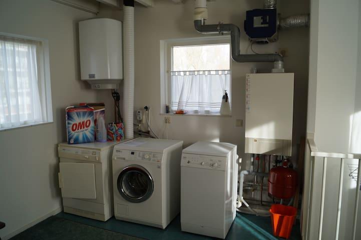 Wasmachine en Droger op de 2e verdieping