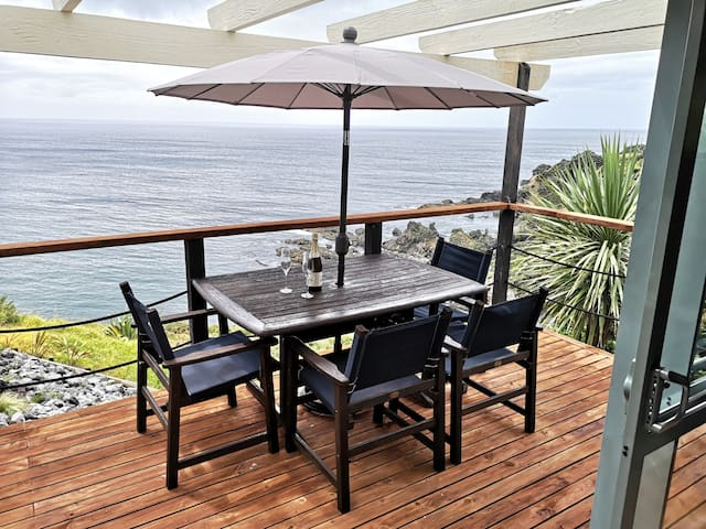 Clifftop cottage with stunning view