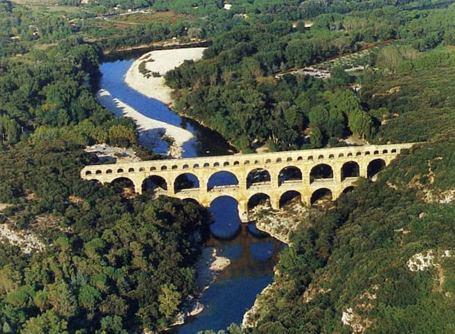 maison,a la campagne.pays d Uzès,pont du Gard.