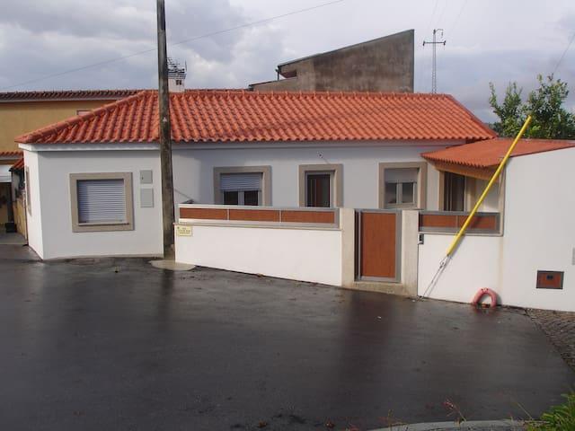 Maison atypique proche de Barçelos et plages - Milhazes - Casa