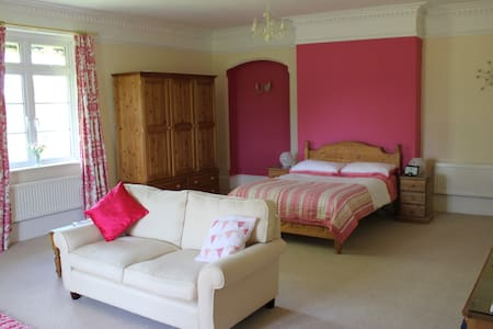 Country House - Private Room with balcony/en suite - Poulshot