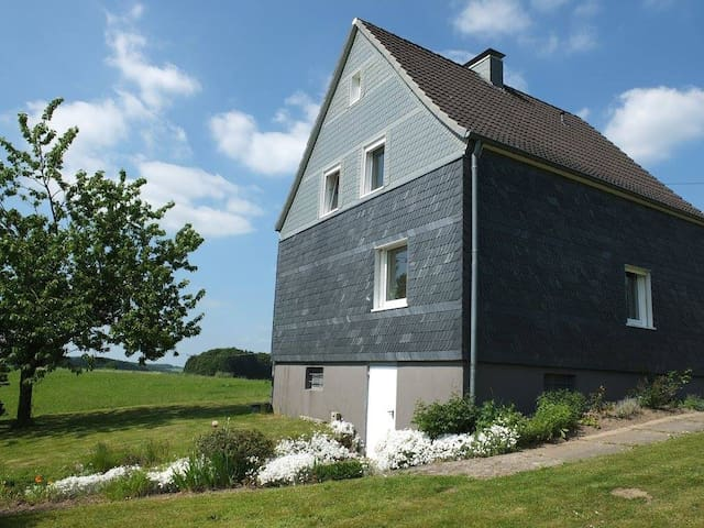 Quiet, green and close to Cologne - Wipperfürth - House