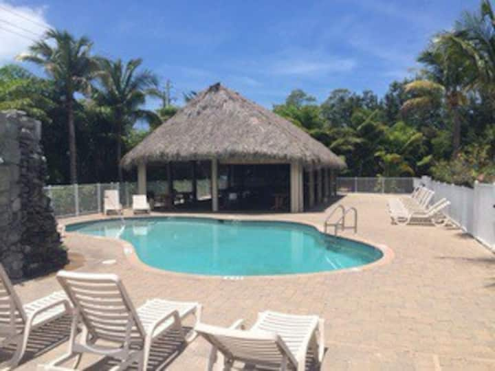 Beautiful private suite near beach!