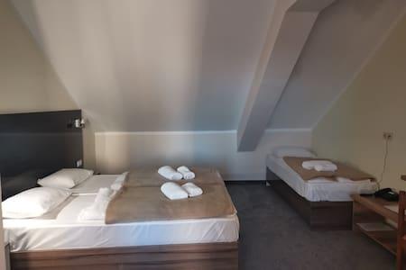 Hotel Jaska - Triple Room