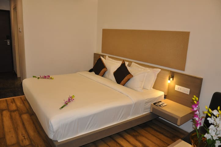 Mango Classic Hotel Room-Savli, Vadodara