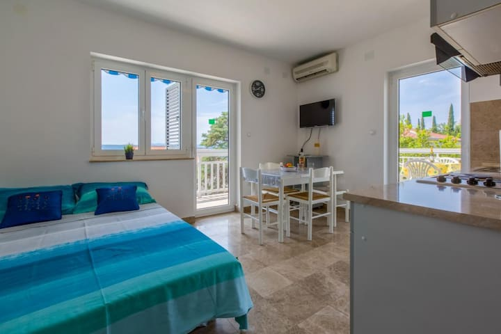Apartment near the beach for 2-4 person in Dramalj