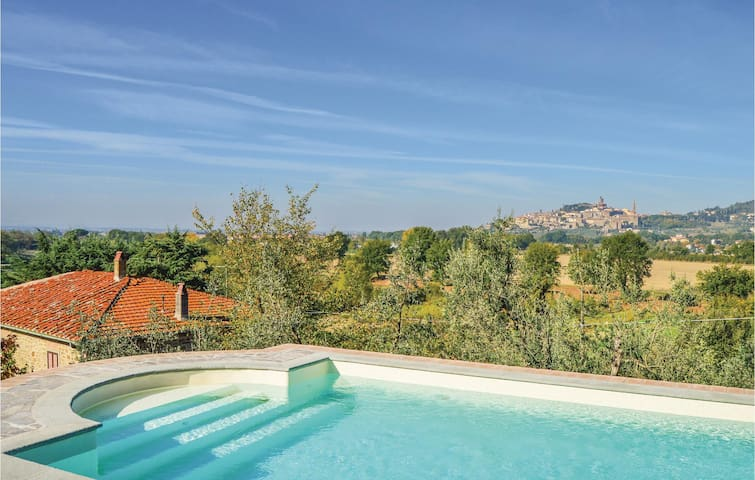 Holiday cottage with 3 bedrooms on 106 m² in Castiglion F.no AR